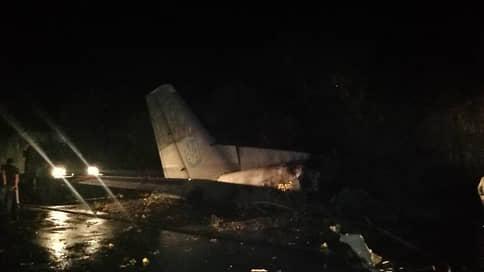 На Украине при крушении военного самолета погибли 22 человека
