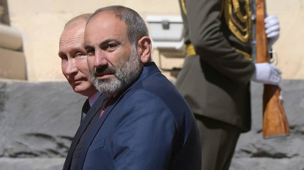 Президенты России и Армении Владимир Путин (слева) и Никол Пашинян