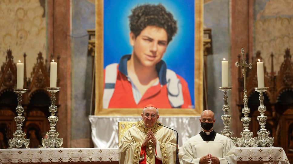 Кардинал Агостино Валлини причисляет Карло Акутиса к лику блаженных