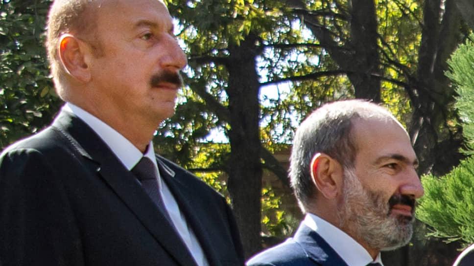 Президент Азербайджана Ильхам Алиев и премьер-министр Армении Никол Пашинян в Душанбе (2018 год)