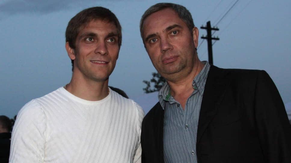 Александр Петров (справа) с сыном Виталием