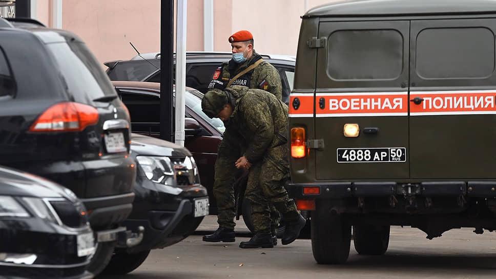 Солдат-срочник Антон Макаров перед заседанием суда