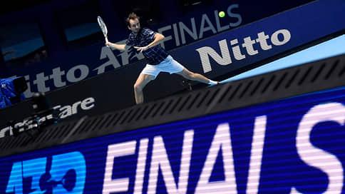Даниил Медведев победил Доминика Тима и выиграл итоговый турнир ATP
