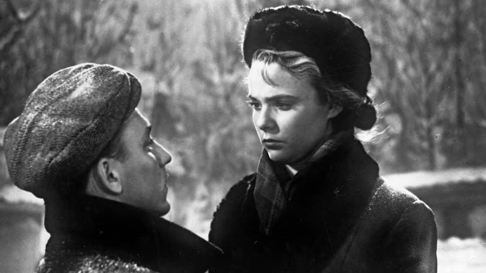 Актриса Нина Иванова и актер Николай Рыбников в кадре из фильма «Весна на Заречной улице»
