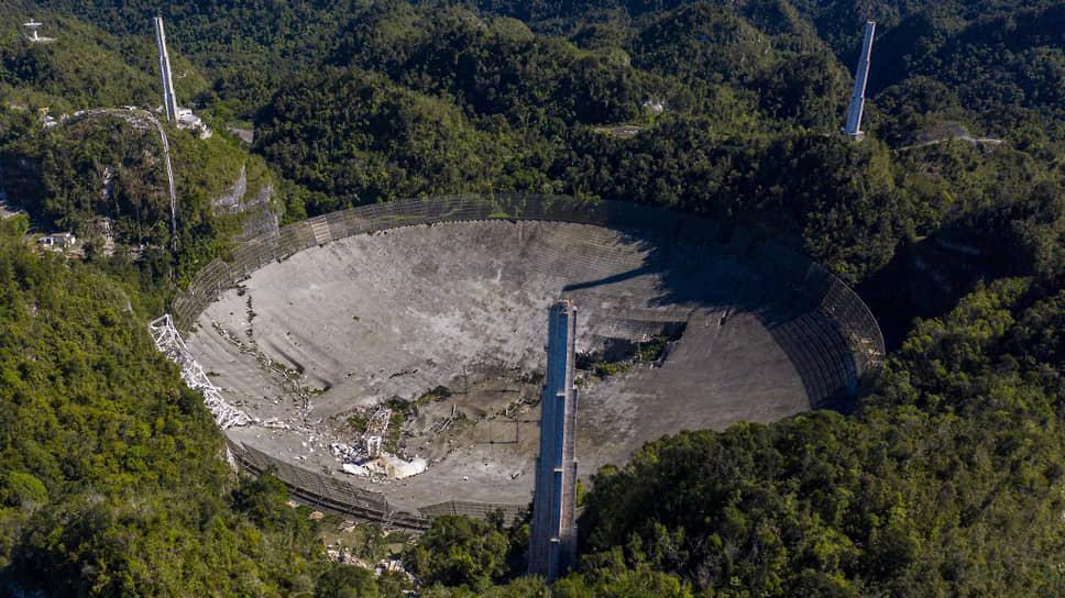 Радиотелескоп в обсерватории «Аресибо» в Пуэрто-Рико