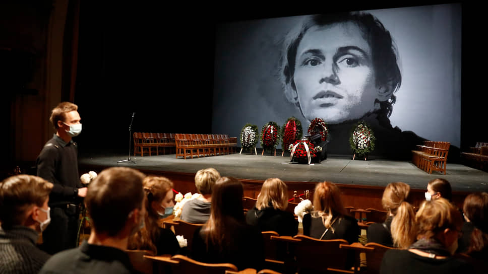 Церемония прощания с народным артистом РФ Борисом Плотниковым в МХТ имени А. П.Чехова