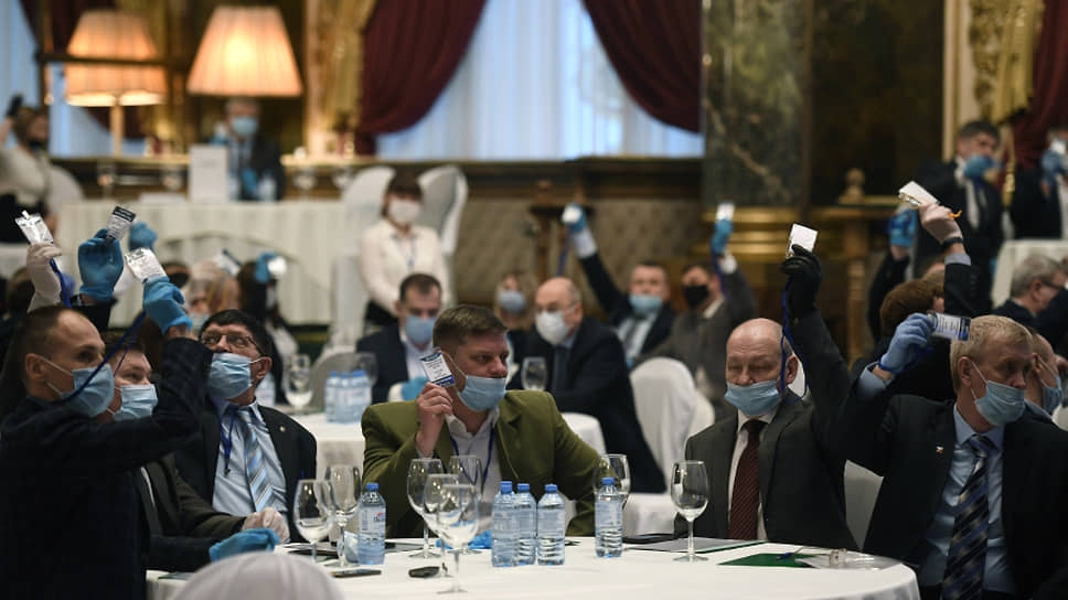 Делегаты учредительного съезда партии «Россия без коррупции»