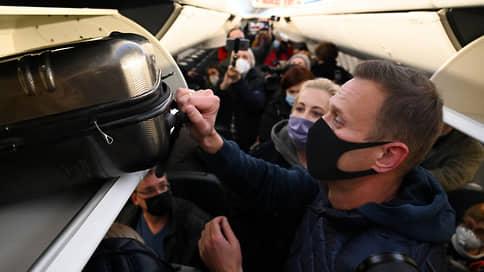 Самолет с Навальным перенаправлен из Внуково в Шереметьево