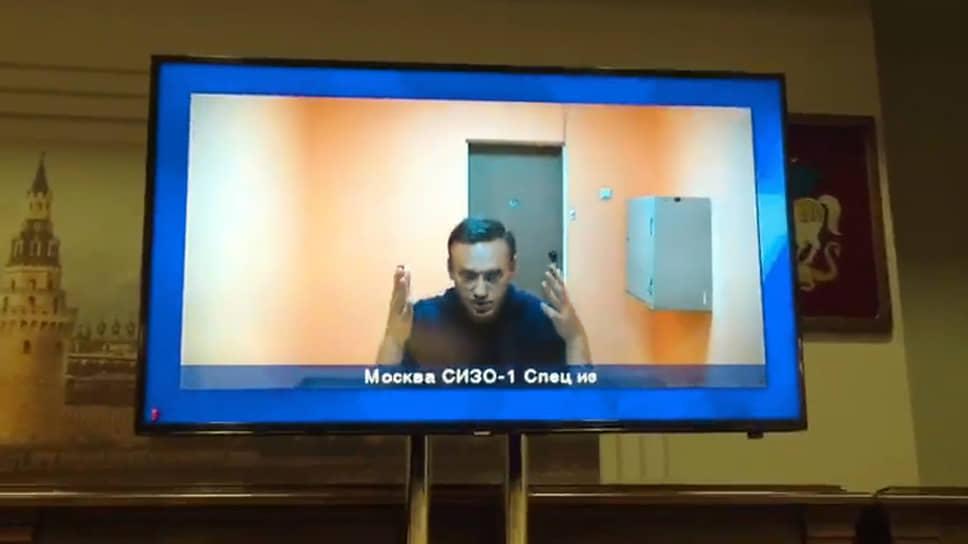 Алексей Навальный по видеосвязи из следственного изолятора № 1 во время рассмотрения апелляции на решение Химкинского городского суда