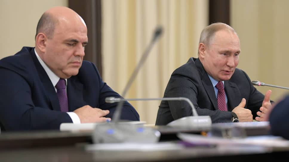 Председатель правительства России Михаил Мишустин (слева) и президент России Владимир Путин