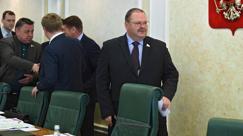 Олег Мельниченко крайний справа