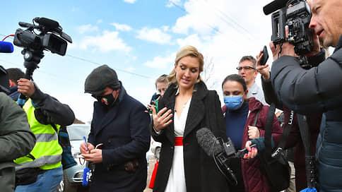 Личного врача Навального отпустили после задержания у колонии в Покрове