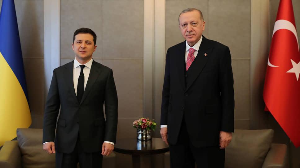Президенты Украины и Турции Владимир Зеленский (слева) и Реджеп Тайип Эрдоган