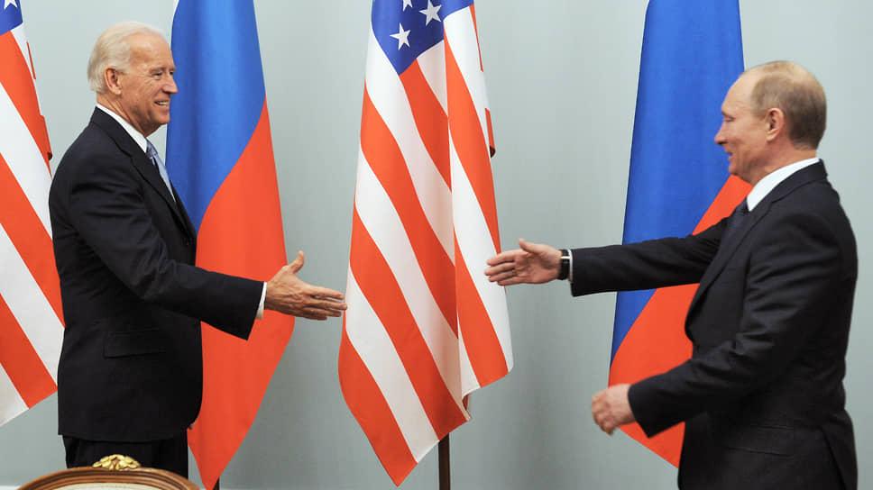 Вице-президент США Джо Байден и премьер-министр России Владимир Путин в 2011 году на встрече в Москве