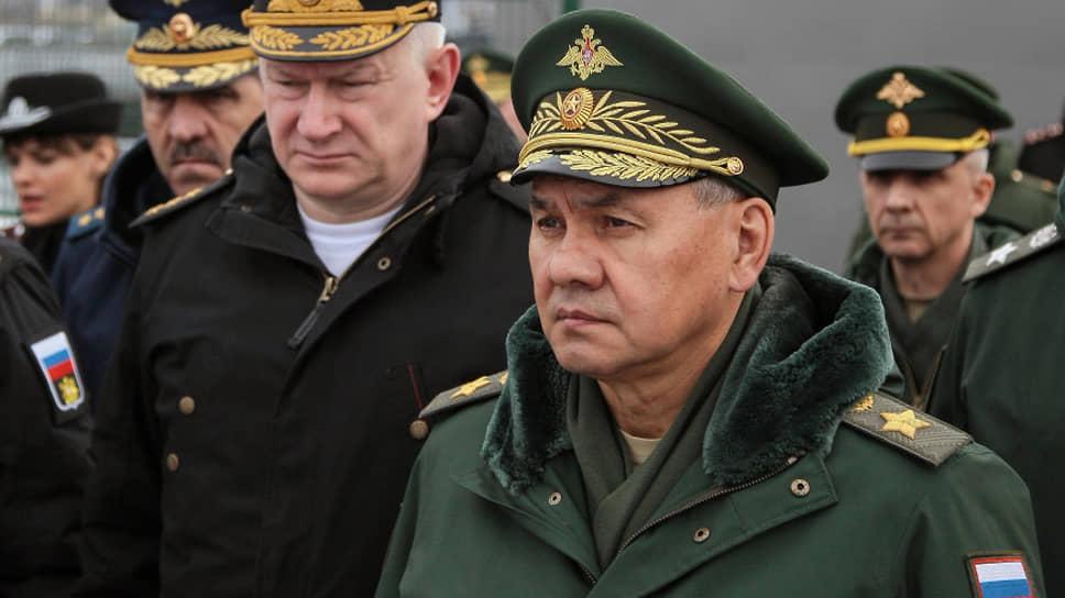 Министр обороны России Сергей Шойгу во время посещения с рабочим визитом пунктов базирования атомных подводных крейсеров