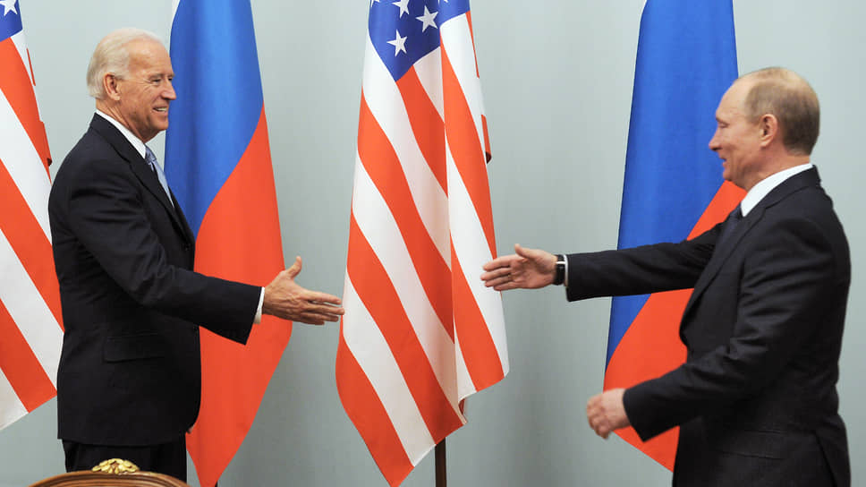 2011 год. Вице-президент США Джозеф Байден (слева) и председатель правительства России Владимир Путин