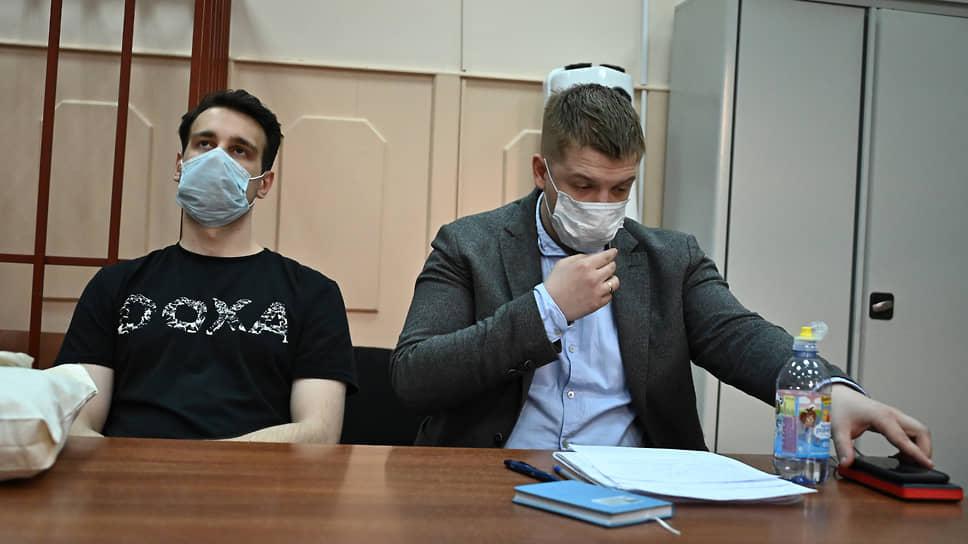 Редактор DOXA Владимир Метелкин (слева)