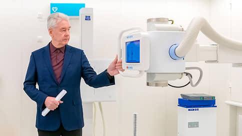 Собянин заявил об ухудшении ситуации с коронавирусом в Москве // Мэр анонсировал программу поощрения привившихся пожилых людей