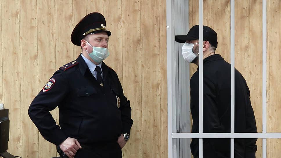 Осужденный Каха Газзаев (справа)