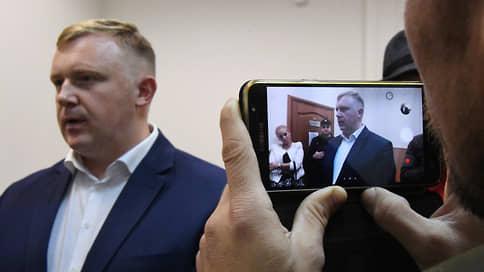 Экс-кандидат в губернаторы Приморья вспомнил о предложенной взятке  / Андрей Ищенко обвинил в коррупции Олега Кожемяко