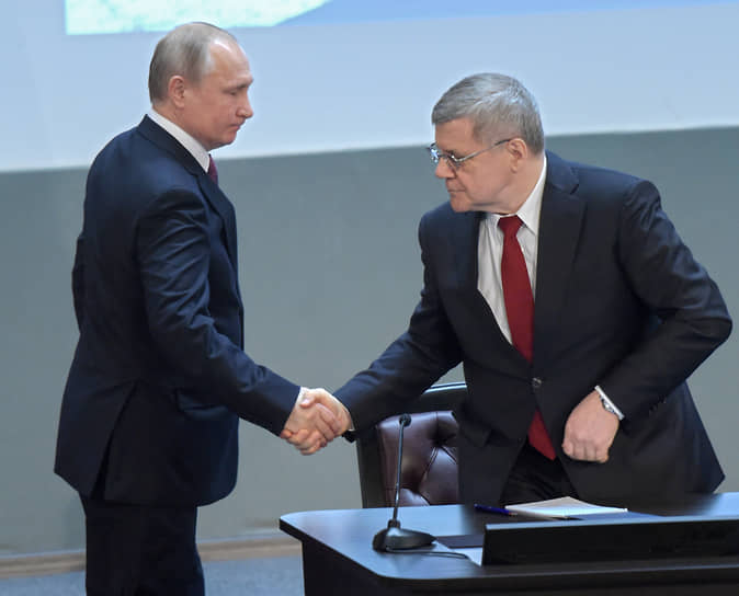 Владимир Путин (слева) и Юрий Чайка в 2019 году