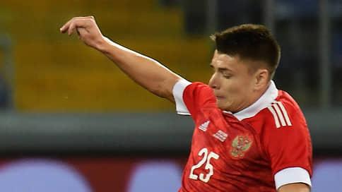 Игрок сборной России Мостовой пропустит Евро-2020 из-за коронавируса