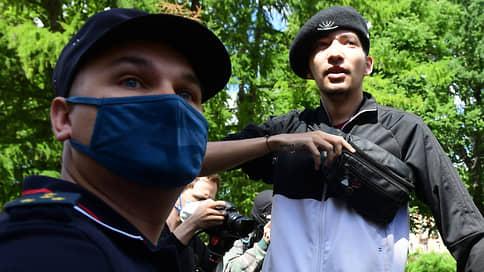 Против акциониста Крисевича возбудили дело о хулиганстве