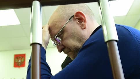 К петербургскому депутату Резнику пришли с обысками