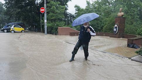 В Ялте из-за потопа объявили режим чрезвычайной ситуации и закрыли город