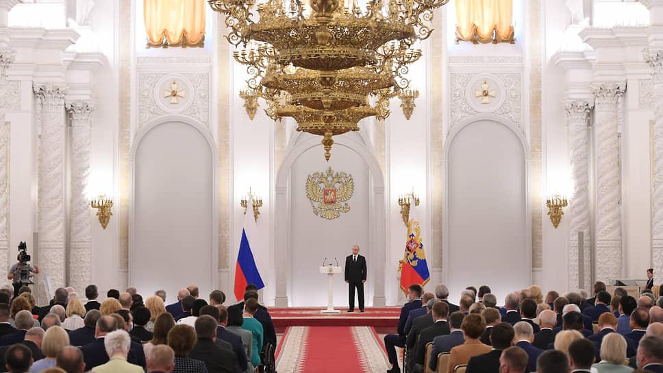 Президент России Владимир Путин на встрече с депутатами Госдумы