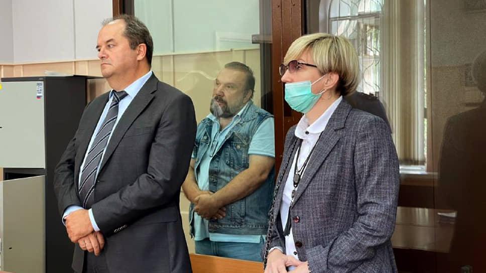 Виктор Батурин (в центре)