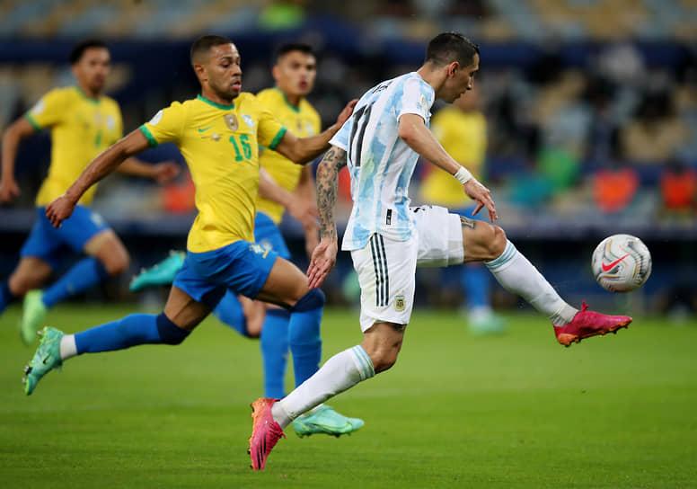 Аргентинский полузащитник Анхель ди Мария, забивший победный гол в матче на 22-й минуте