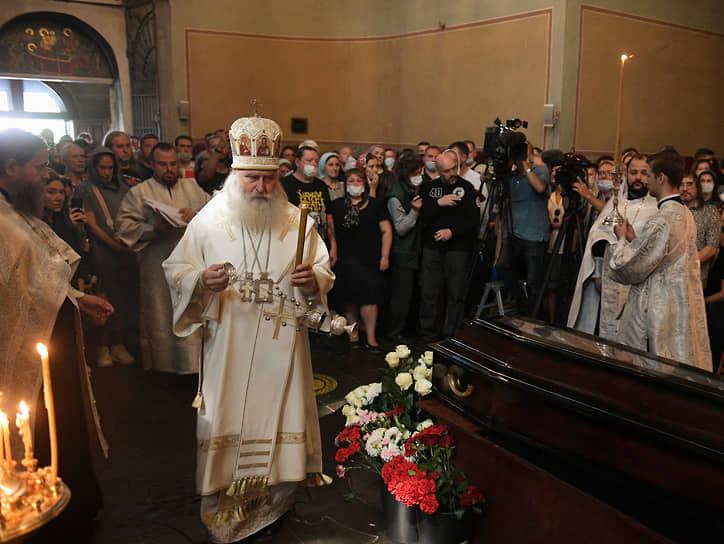 Отпевание в главном соборе Донского монастыря Москвы