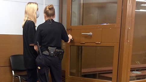 Прокуратура потребовала отправить в СИЗО обвиняемую в ДТП с двумя погибшими детьми