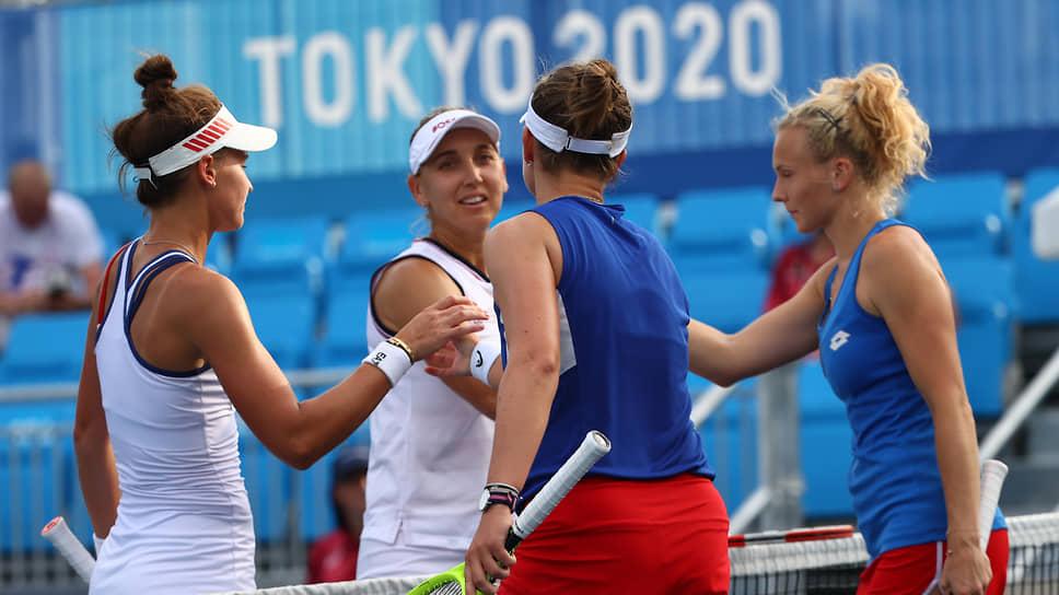 Слева направо: теннисистки Вероника Кудерметова, Елена Веснина, Барбора Крейчикова и Катерина Синякова