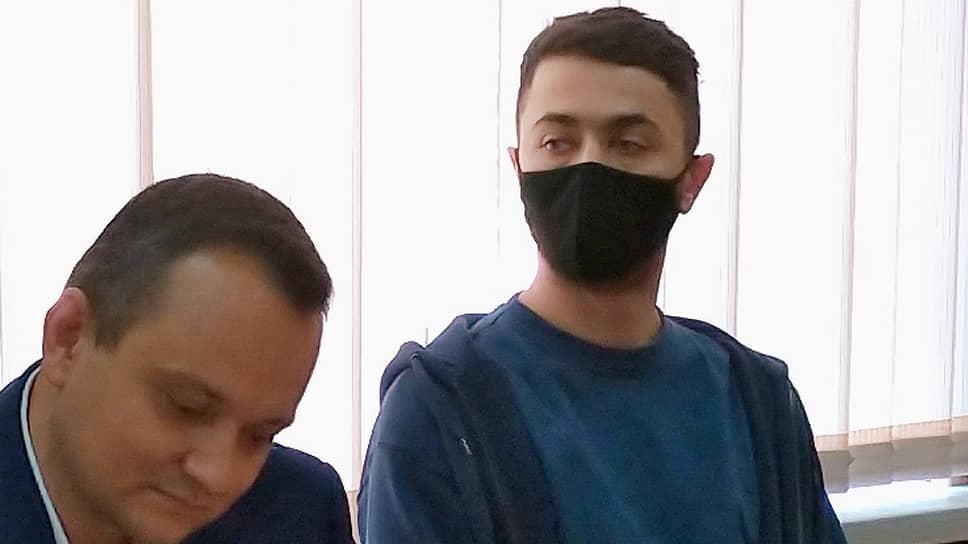 Адвокат Сергей Бадамшин (слева) и Идрак Мирзализаде
