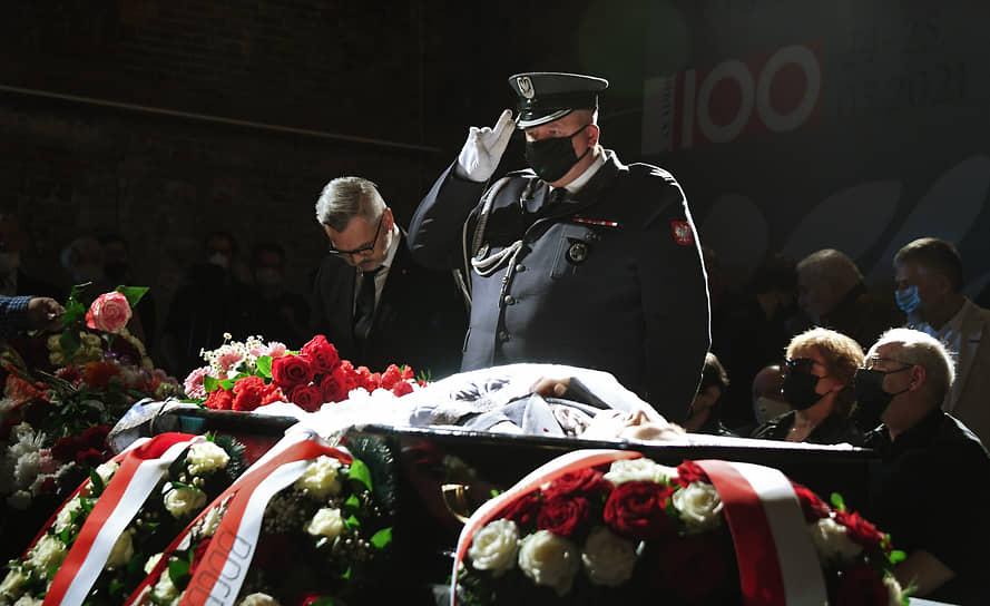 Посол Польши Кшиштоф Краевски (на фото слева) выступил на церемонии и зачитал письмо от президента республики Анджея Дуды