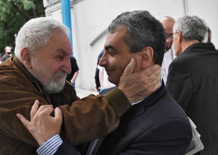 Президент Фонда защиты гласности Алексей Симонов (слева) и председатель псковского регионального отделения партии «Яблоко» Лев Шлосберг