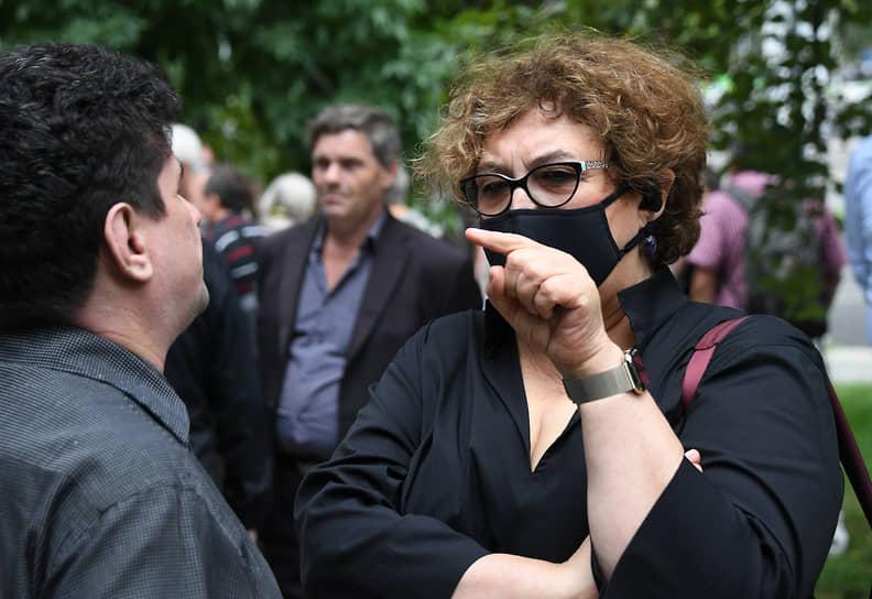 Адвокат Вадим Прохоров (слева) и главный редактор журнала The New Times Евгения Альбац