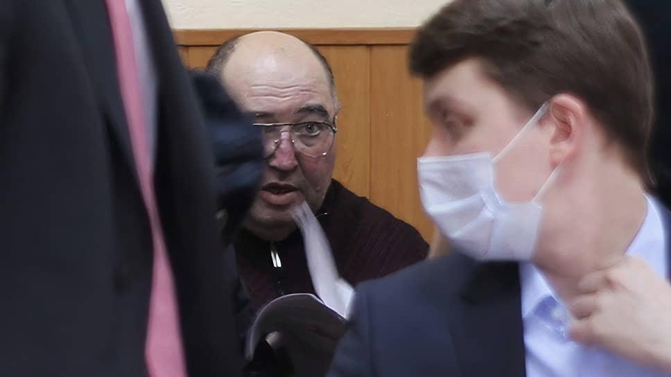 Борис Шпигель (в центре) в марте 2021 года