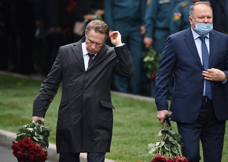 Министр здравоохранения России Михаил Мурашко (слева)