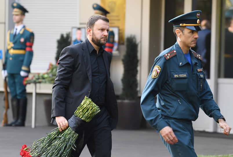 Помощник президента России Максим Орешкин (слева)