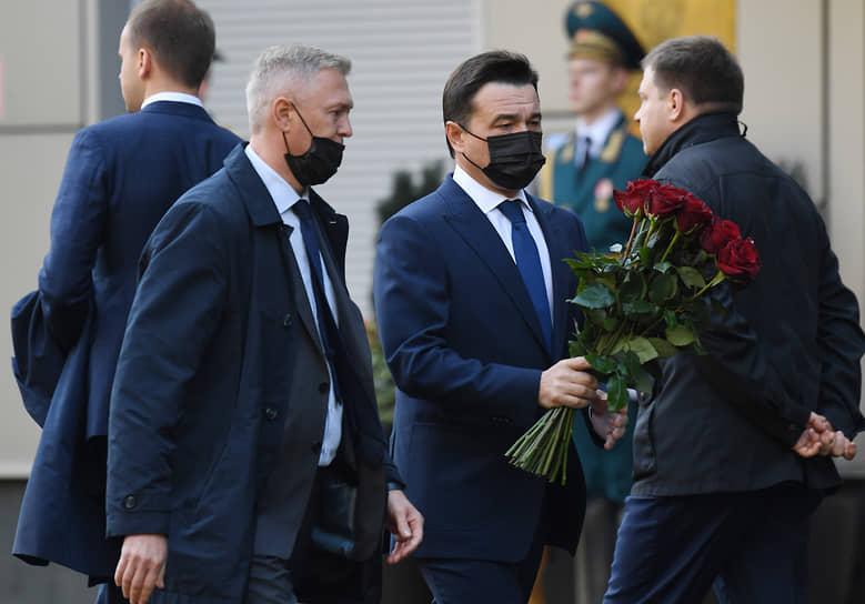 Губернатор Московской области Андрей Воробьев (в центре)