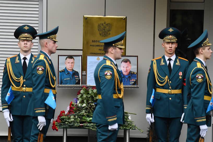 10 сентября в Москве прошла церемония прощания с главой МЧС России Евгением Зиничевым. Он трагически погиб на учениях в Норильске 8 сентября