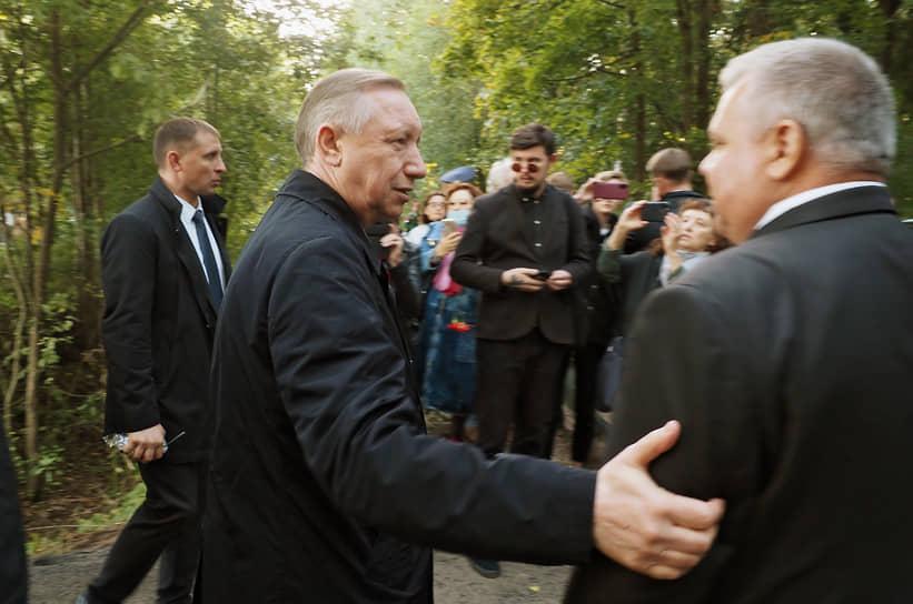 Губернатор Санкт-Петербурга Александр Беглов (в центре) на церемонии