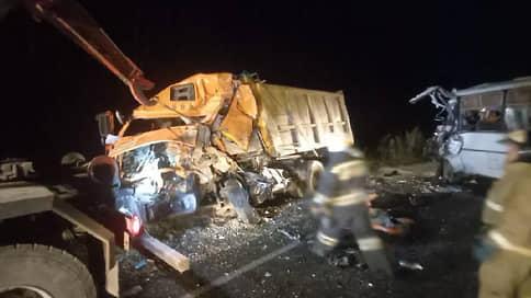 В Калужской области три человека погибли при столкновении автобуса и грузовика