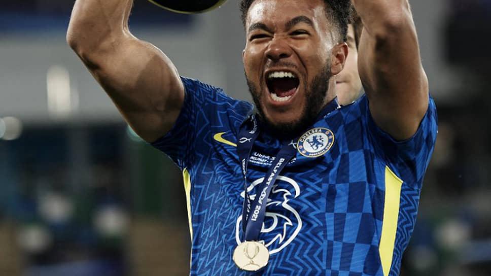 Рис Джеймс с медалью за победу в Суперкубке UEFA