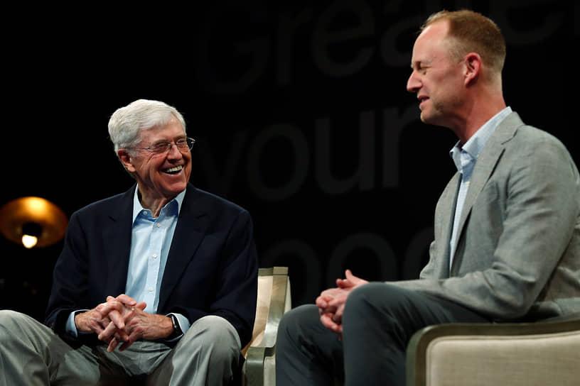 Глава Koch Industries Чарльз Кох (слева) с сыном Чейзом