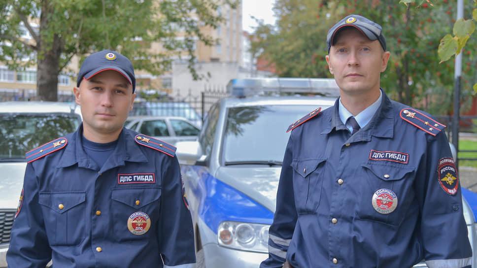 Младший лейтенант полиции Константин Калинин (слева) и старший лейтенант полиции Владимир Макаров
