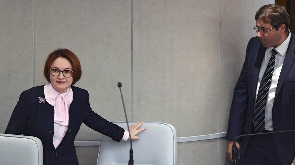 Председатель Банка России Эльвира Набиуллина со своим первым заместителем Сергеем Швецовым в 2018 году